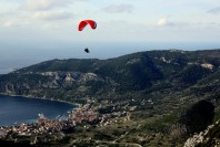 komiza-activities-paragliding