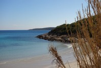 milna-beach-vis-authentic