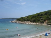 vis-shallow-sandy-beach
